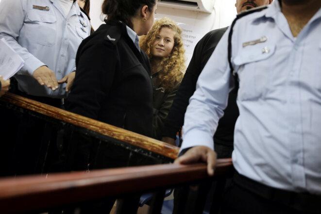 Ahed Tamimi à son arrivée devant le tribunal militaire d'Ofer (Cisjordanie), le 13 février 2018. © REUTERS/Ammar Awad