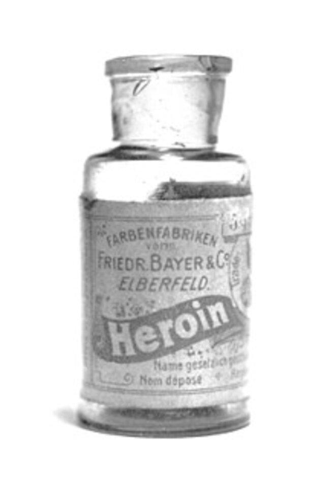 Bouteille d'« Heroin » vendue par Bayer (circa 1895-1900) : disponible en pharmacie, elle contenait 5 % d'héroïne pure.