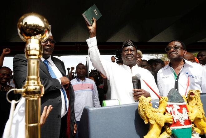Raila Odinga, perdant de l'élection présidentielle, prête symboliquement serment le 30 janvier 2017 à Nairobi. © Reuters