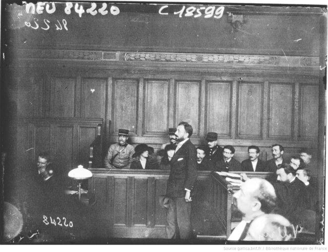 Raoul Vilain, l'assassin de Jaurès, en correctionnelle, photographié par l'Agence Meurisse, Paris, 1920. Source: gallica.bnf.fr