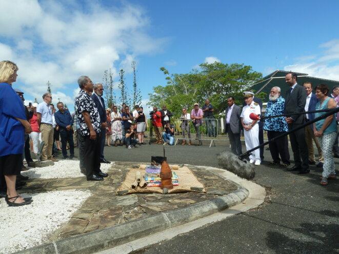 Tout à gauche, sur la photo, Nadeige Faivre, lors de la visite d'Édouard Philippe en Nouvelle-Calédonie, début décembre 2017, à Koné. © Sabine Jobert