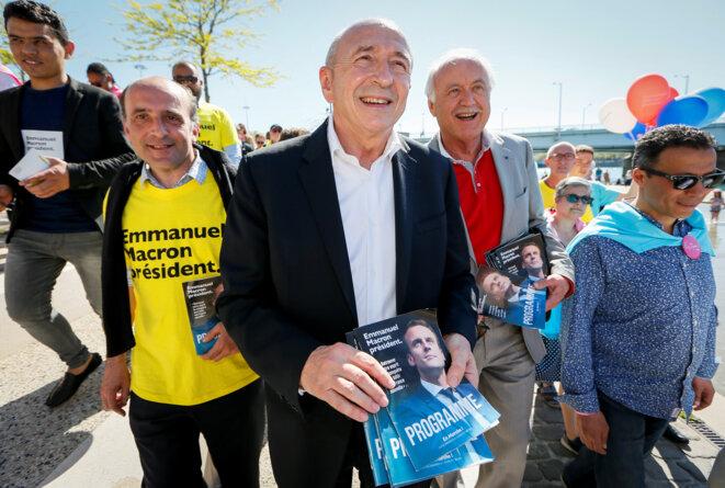 Gérard Collomb en campagne pour Emmanuel Macron à Lyon, le 10 avril 2017. © Reuters