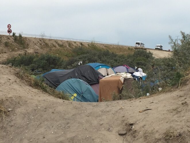 Tentes de migrants à Calais, juin 2015 © Benjamin Joyeux
