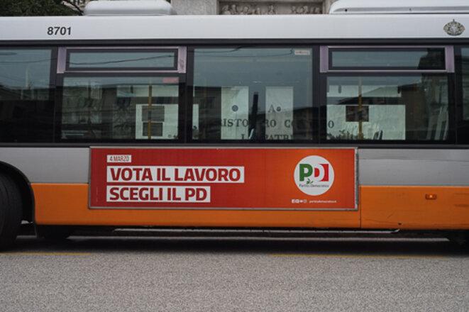 Affiche électorale du PD, dans la ville de Gênes. © Amélie Poinssot