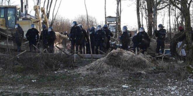 Gendarmes dans le bois Lejuc, jeudi 22 février. © VMC