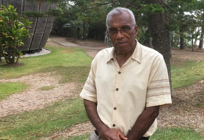 Elie Poigoune devant le Centre culturel Tjibaou à Nouméa, le 16 janvier 2018. © Carine Fouteau