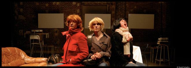 Au théâtre de Belleville, Agnès Bourgeois adapte dans une version très personnelle les Trois Sœurs de Tchekhov © David Schaffer