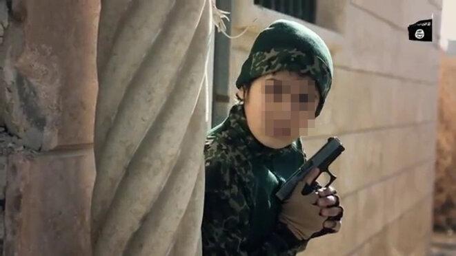 Capture d'écran d'une vidéo de propagande intitulée « Mon père a dit » et diffusée fin décembre 2016. © DR