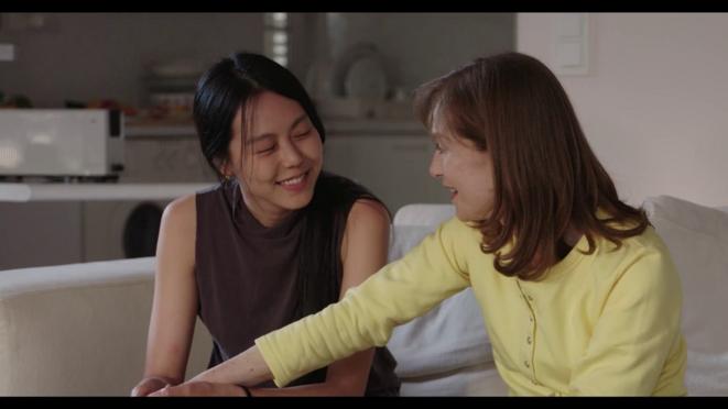 Isabelle Huppert et Kim Min-hee dans «La Caméra de Claire »