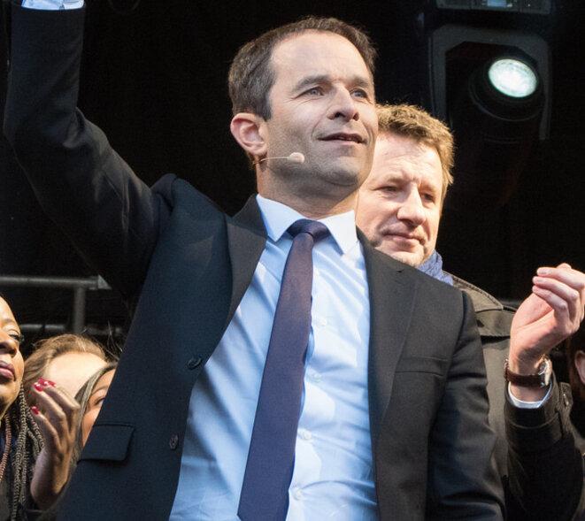 Benoît Hamon lors d'une réunion publique en plein air place de République, le 19 avril 2017. © Marion Germa