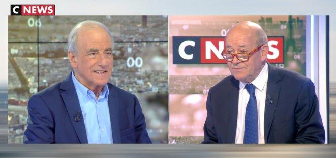Jean-Pierre Elkabbach et Jean-Yves Le Drian ce jeudi. © Capture d'écran CNews