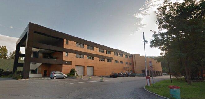 Le siège de la société suisse Luxury Goods International (LGI), un entrepôt en partie reconverti en bureaux, dans une zone industrielle de Cadempino, près de Lugano. © Google Street View