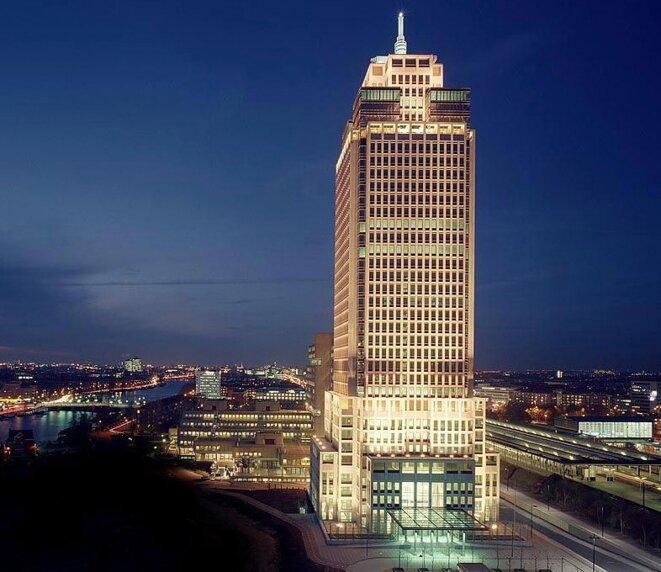 La société boîte aux lettres Kering Holland, dont François-Henri Pinault a été le codirecteur pendant quinze ans, est installée au 13e étage de ce gratte-ciel d'Amsterdam. © D.R.