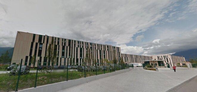 L'entrepôt géant de Kering inauguré en 2014 à Sant'Antonino, au nord de Lugano, dans le canton suisse du Tessin. © Google Street View