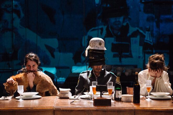 """Scène de """"Nous sommes repus mais pas repentis (Déjeuner chez Wittgenstein)"""" © Samuel Rubio"""