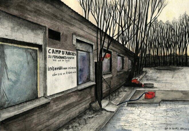 Le camp, créé en 2010, est isolé derrière des locaux             techniques de la mairie d'Angres. Il compte de 70 à 150             personnes, selon les périodes. © Elisa Perrigueur