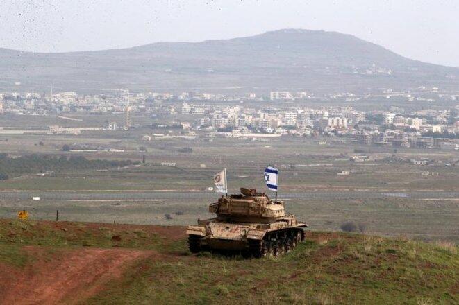 Un vieux char israélien sur le plateau du Golan, près du village druze de Majdal Shams, en février 2018. © Reuters