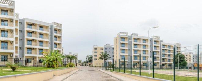 Brazzaville, ville morte, et vide : immeubles de luxe, pour population en déserrance