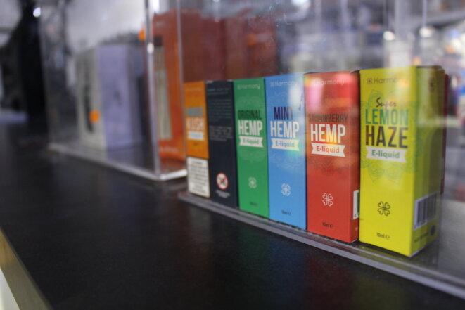 Des E-Liquides à base de Cbd, aux noms inspirés de différentes spécialités de weed, se développent. Un marché qui diabolise la molécule naturelle. © Axelle BICHON (Bn)