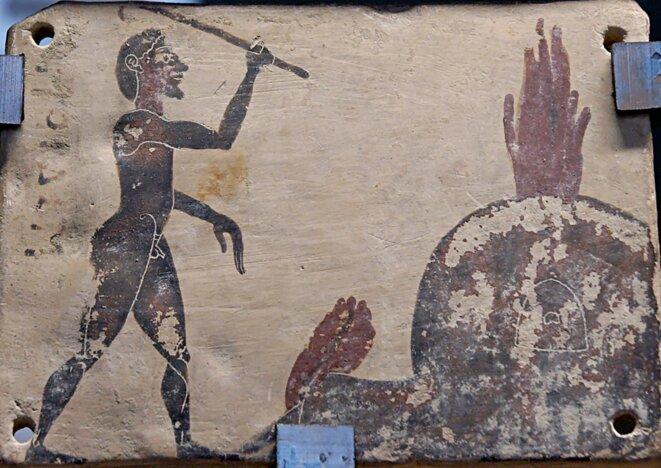 Le potier à son four. Plaque grecque datant du milieu du VIe sièle avant Jésus-Christ, conservée au musée du Louvre. Source: Wikimedia Commons.