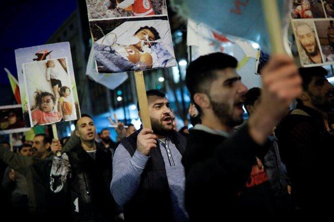 Des Kurdes manifestent à Athènes (Grèce) contre l'offensive turque à Afrin (Syrie), mardi 20 mars 2018. © Reuters