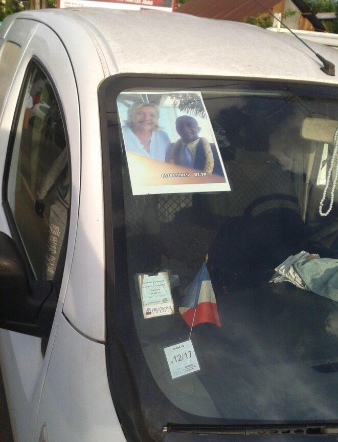 Voiture d'un manifestant à Chiconi © Damien Gautreau