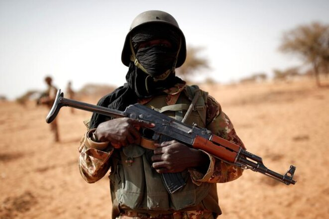 Un soldat des Forces armées maliennes près de Tin Hama, dans la région de Gao, le 20 octobre 2017. © Reuters