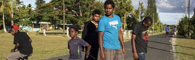 De jeunes garçons de la tribu Kejeny, sur l'île de Lifou, en janvier 2017. © Patrice Terraz