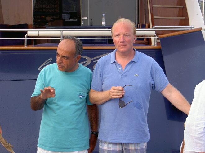Ziad Takieddine et Brice Hortefeux, en 2003, devant le yacht de l'intermédiaire. © DR/Mediapart