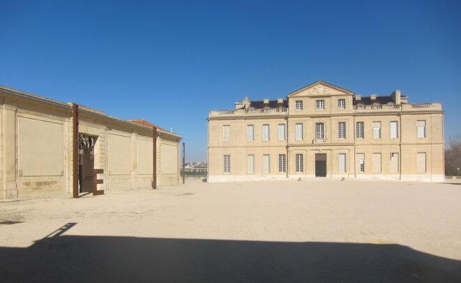 Le logement de fonction du DGS se situe dans les dépendances à gauche du château Borély. © LF