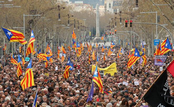 El domingo 25 de marzo de 2018 en las calles de Barcelona, tras el arresto de Carles Puigdemont en Alemania. © Albert Gea/Reuters
