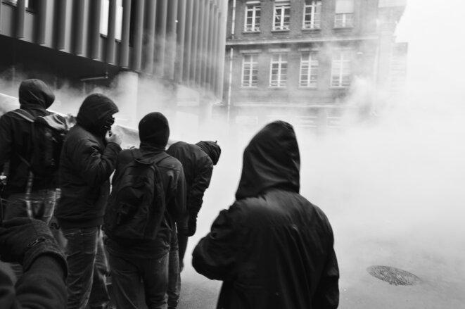 Militants anti-fascistes gazés par les CRS © Fourdrinier Cannelle