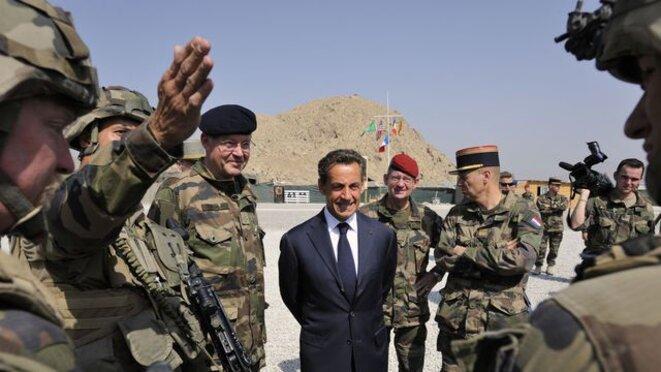 nicolas-sarkozy-visite-le-152e-regiment-d-infanterie-francais-base-a-tora-dans-la-region-de-surobi-2003145