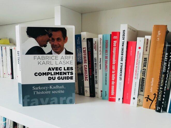 """""""Avec les compliments du Guide"""" de Fabrice Arfi et Karl Laske Fayard © Quitterie"""