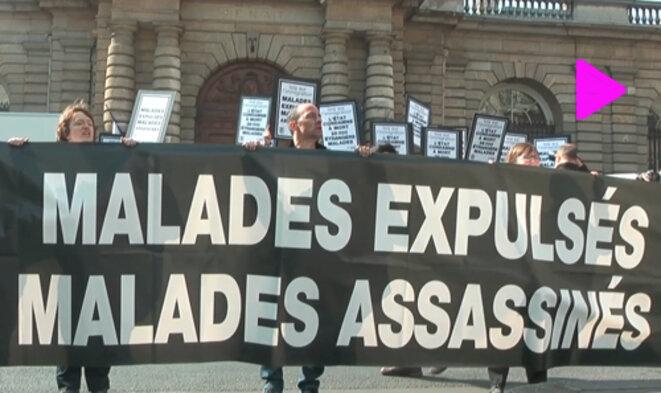 Action d'Act Up-Paris et de Aides devant le Sénat
