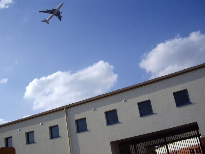Le centre de rétention administrative du Mesnil-Amelot près de l'aéroport de Roissy © Rafael Flichman / La Cimade