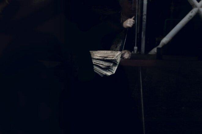 """Anna Malagrida, série """"Cristal house"""" """"Vitre II"""", 2016, impression jet d'encre sur papier coton, 150 x 223 cm, Edition: 5, dans le cadre de la Carte blanche PMU 2016 © Anna Malagrida / Carte blanche PMU"""