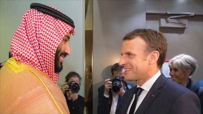 Emmanuel Macron reçu par le prince hériter Mohammed ben Salmane lors de son escale à Riyad, en novembre 2017 © SPA