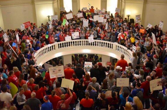 3 avril, Oklahoma City. Les profs manifestent au Capitole, le siège du Parlement de l'État © Reuters