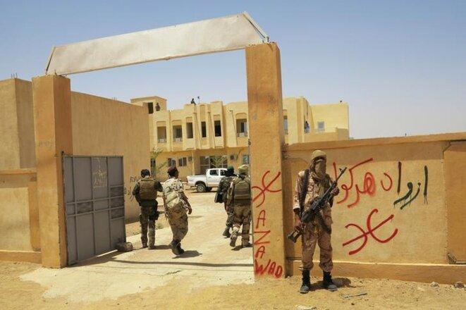 Le 23 juin 2013 à Kidal (Mali), le MNLA rencontre une délégation du gouvernement malien, des forces françaises et des Nations unies. © Reuters