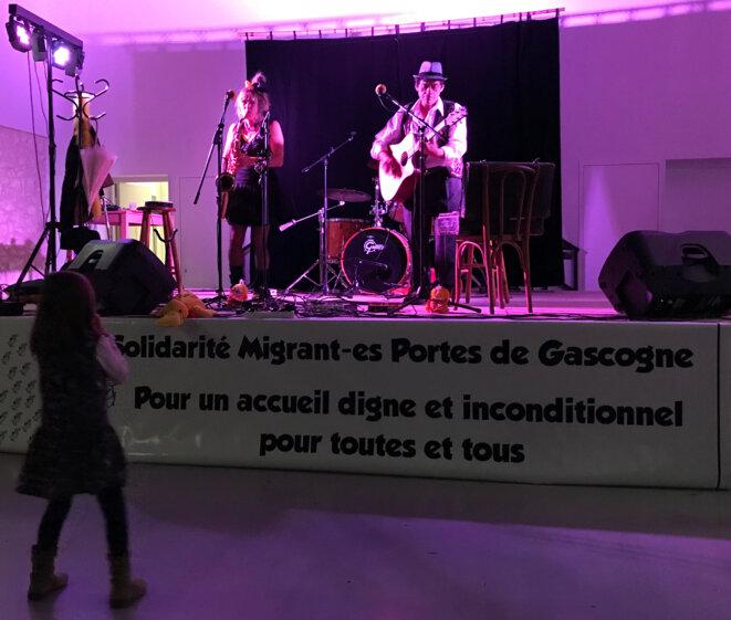 La soirée à Touget s'est terminée en festivité, avec chants et musique [Ph. YF]