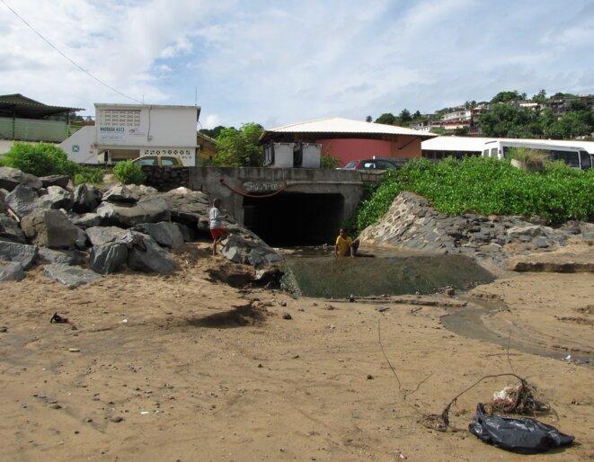 A Mayotte, les eaux usées se jettent dans la mer © Damien Gautreau