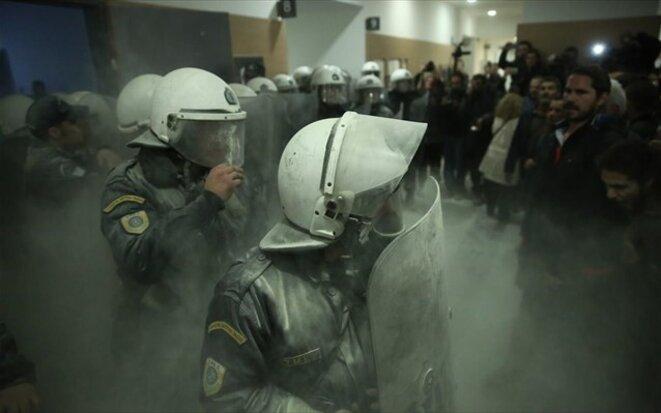Usage de gaz asphyxiants dans la salle du tribunal