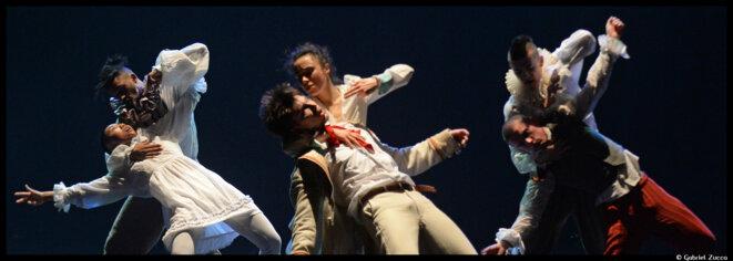 Au théâtre des Abbesses, Hofesh Schechter invite sa jeune garde à une transe macabre © Gabriele Zucca
