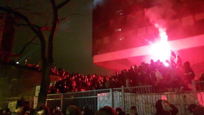 Etudiants de Tolbiac jeudi soir, alors que la police lève progressivement le camp