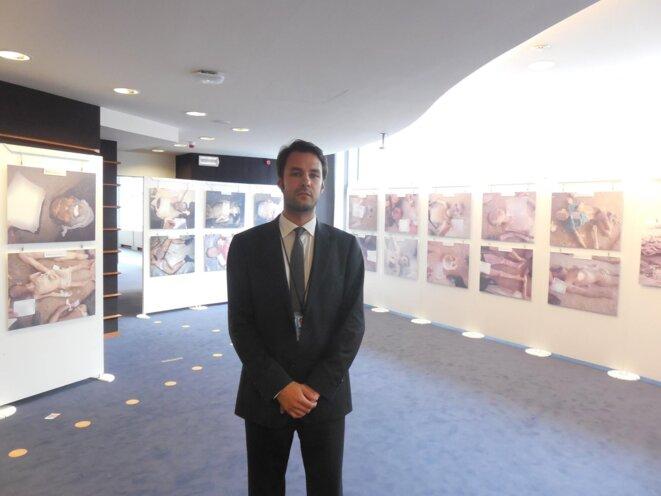 Les crimes d'Assad révélés au Parlement européen, juillet 2015, exposition du rapport César © Schams El Ghoneimi