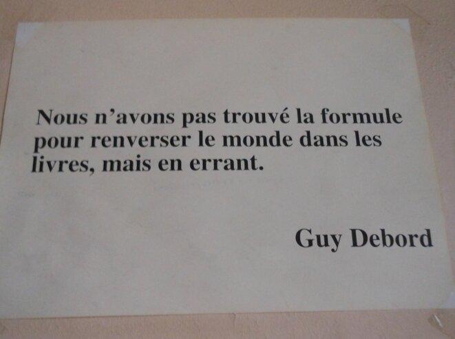 L'une des nombreuses phrases accrochées par Gatti aux murs de la Maison de l'arbre.