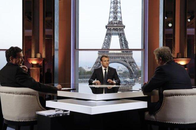 Emmanuel Macron interrogé par Jean-Jacques Bourdin et Edwy Plenel, dimanche 15 avril 2018 au Palais de Chaillot. © Reuters