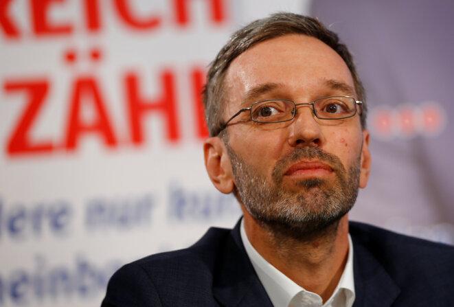 Herbert Kickl, l'actuel ministre de l'intérieur autrichien, lors d'une conférence de presse à Vienne, le 15 mai 2017. © Reuter / Leonhard Foeger.