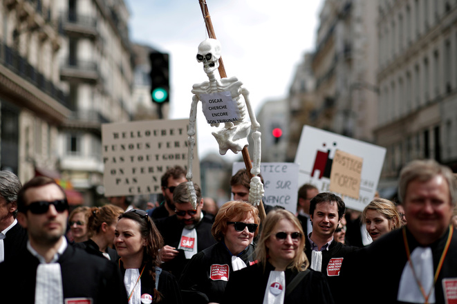 Le 11 avril à Paris, les professionnels manifestent contre la réforme. © Reuters